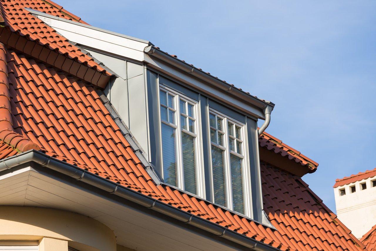 Beeindruckend Fassade Mit Blech Verkleiden Sammlung Von Metallarbeiten Am Dach - Dachrinne, Verkleidung, Schornstein